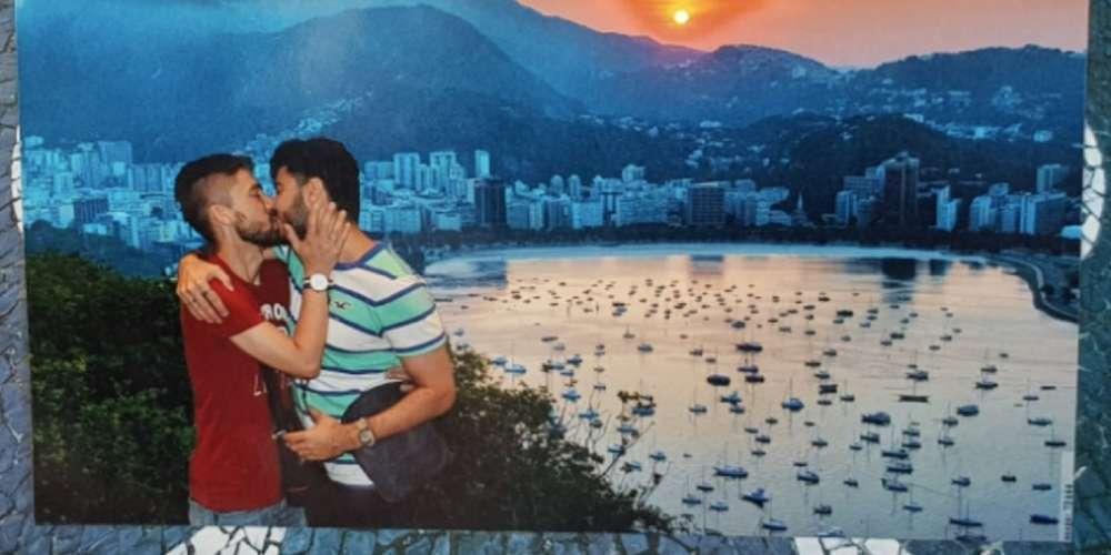 Foto de beijo gay em ponto turístico causa revolta aos visitantes