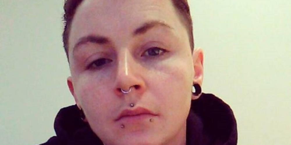 Homem trans receberá indenização de barbeiro que se recusou cortar seu cabelo