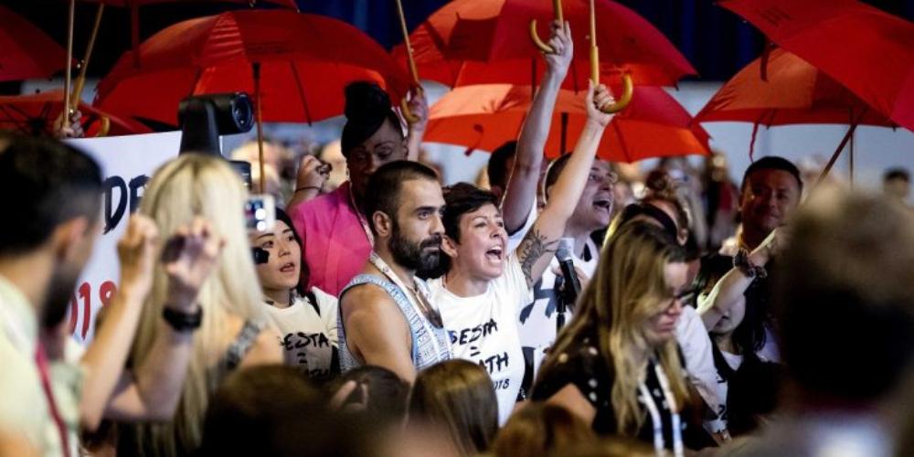 """Conferência da AIDS em Amsterdã: """"Nada para nós, sem nós"""", reforçam jovens"""