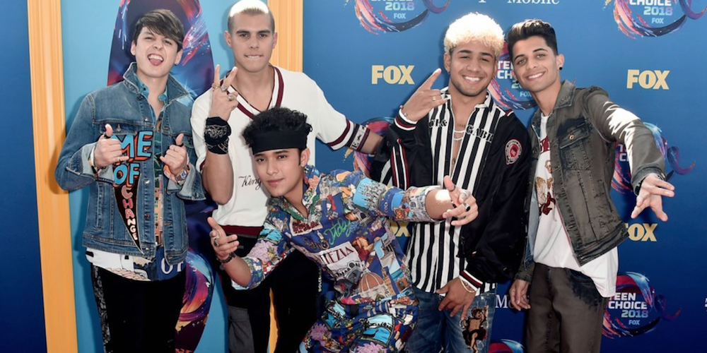 KJ Apa's Jumpsuit, Nick Cannon's Abs: 13 Memorable Looks From This Year's Teen Choice Awards