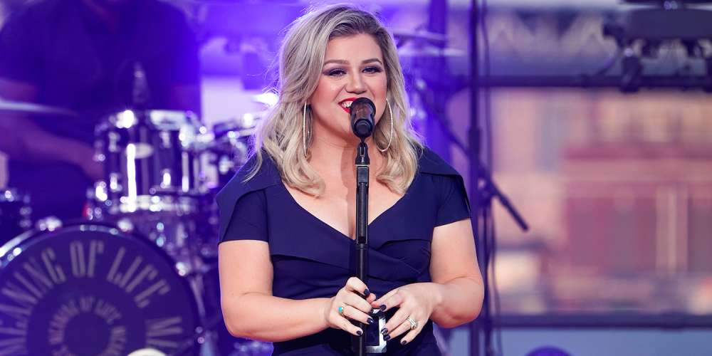 Kelly Clarkson Shuts Down Twitter User Who Called Lesbian Couple's Marriage a 'Sin'