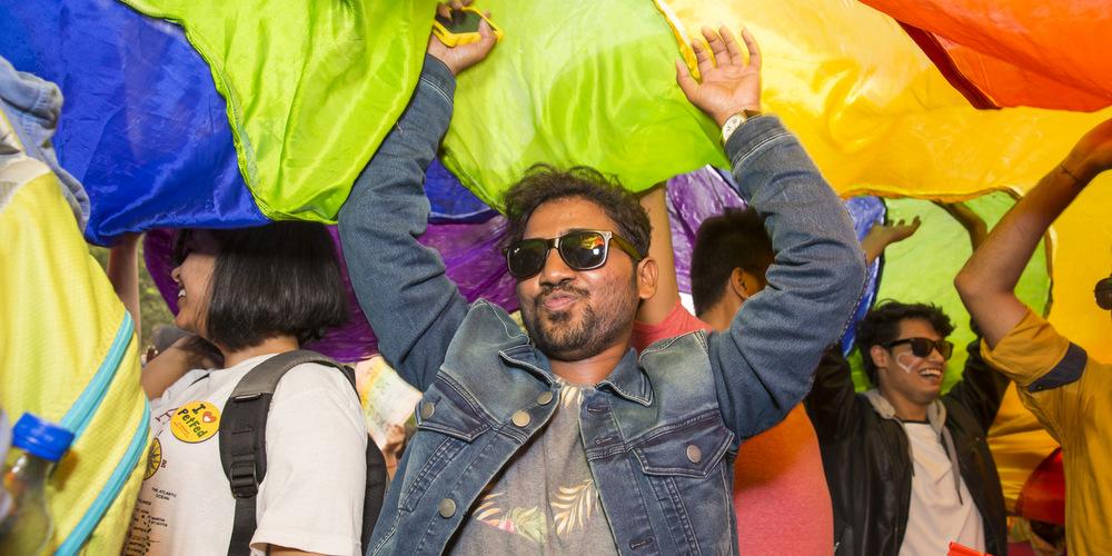 Historique: L'Inde dépénalise l'homosexualité