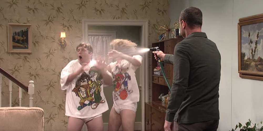 This 'SNL' Skit Has It All: Wet Tighty-Whities, a Tender Kiss and 'Sexy Dad' Liev Schreiber (Video)