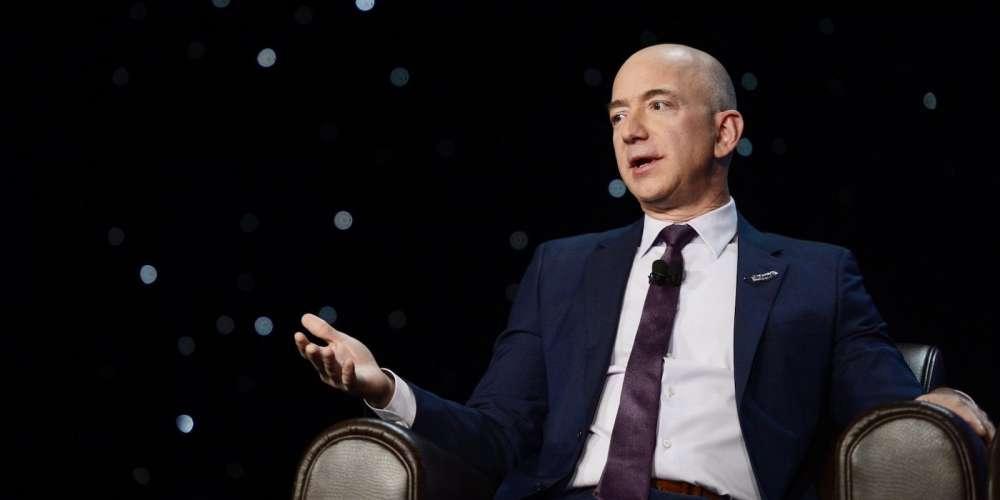 Jeff Bezos ซีอีโอของ Amazon กล่าวหา 'National Enquirer' ข้อหาขู่กรรโชกและแบล็คเมล์ภาพโป๊