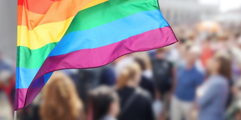 Supermercado Makro obriga funcionária lésbica a usar banheiro masculino