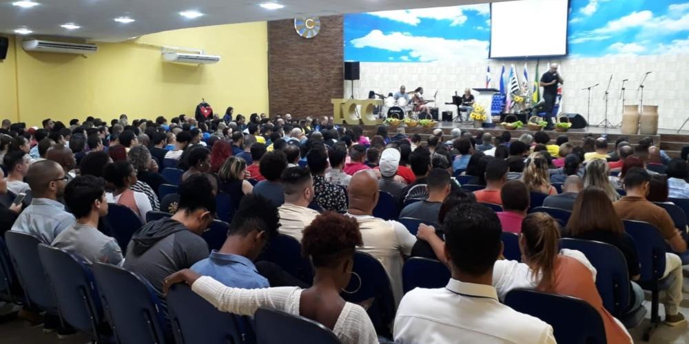 Primeira igreja evangélica LGBT de Salvador ganha sede após três anos de atuação: 'Deus ama todos', diz fundador