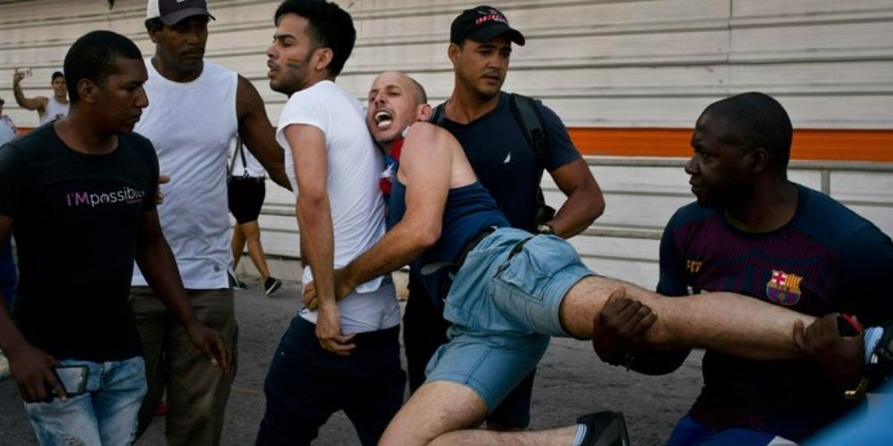 Polícia cubana cancela parada LGBT e prende ativistas