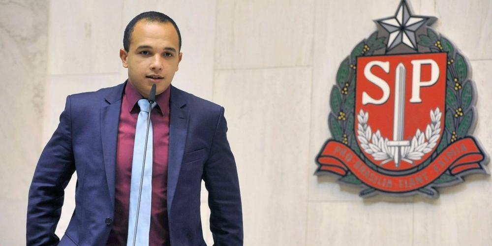 Deputado gay Douglas Garcia é punido por Conselho de Ética por ofensa a transexuais