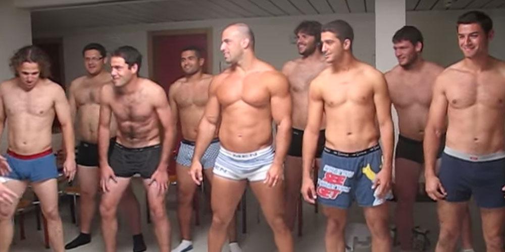 Jugadores de Rugby Hacen un Sexy Baile Tradicional de Polinesia