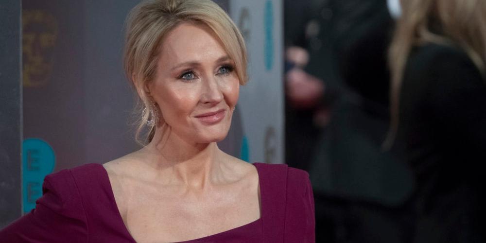 JK Rowling novamente transfóbica, faz declaração em rede social