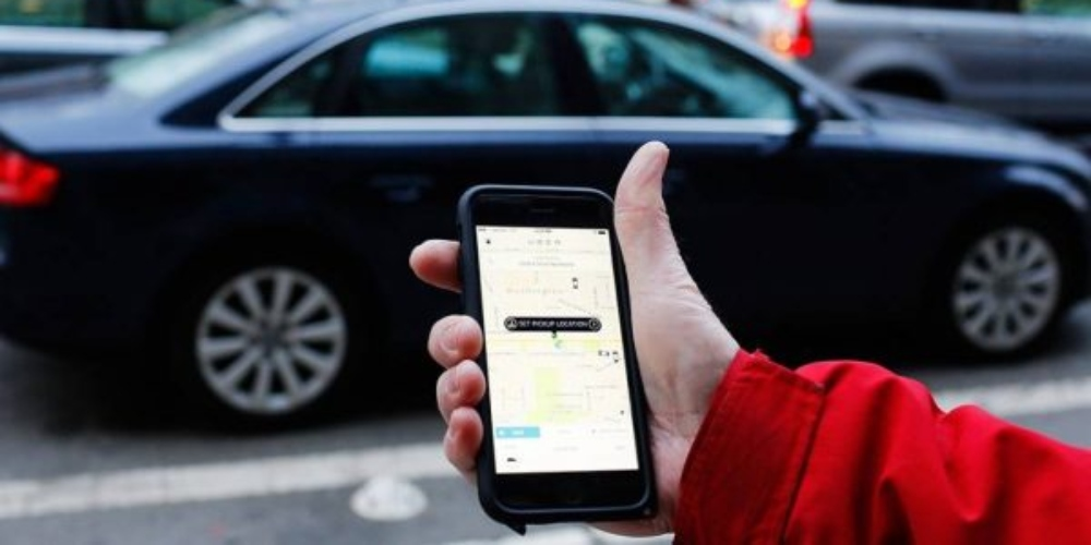 Motorista recusa passageira trans em Uber e é banido da plataforma