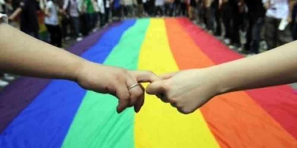 Lésbicas são mais aceitas do que homens gays em todo o mundo, diz estudo