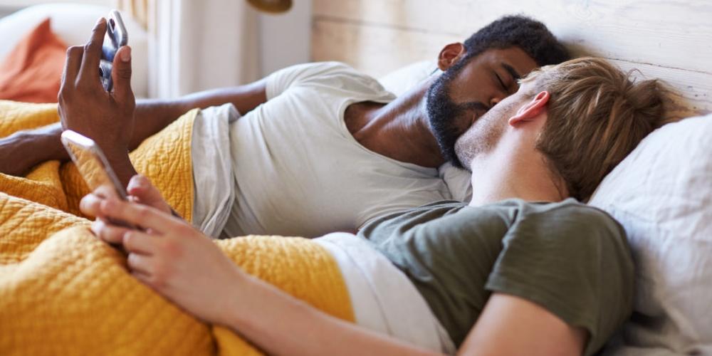Homem descobre traição depois do noivo ser colocado em quarentena com amante
