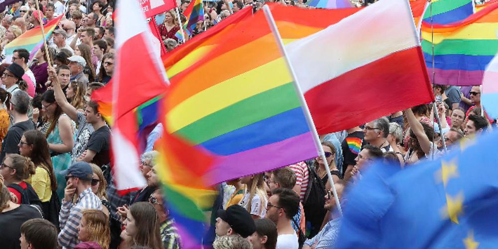 Governo francês cria plano de emergência para LGBTs desabrigados durante pandemia