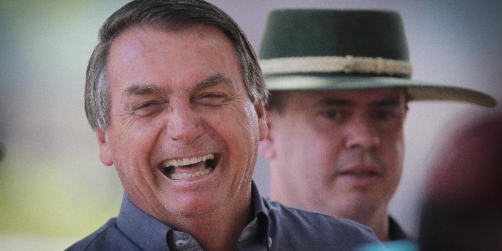 SURTO: Bolsonaro faz piada homofóbica no MA: 'virei boiola, igual maranhense'