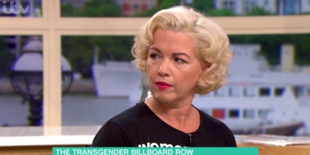 Feminista transfóbica sugere que homens armados usem banheiros femininos