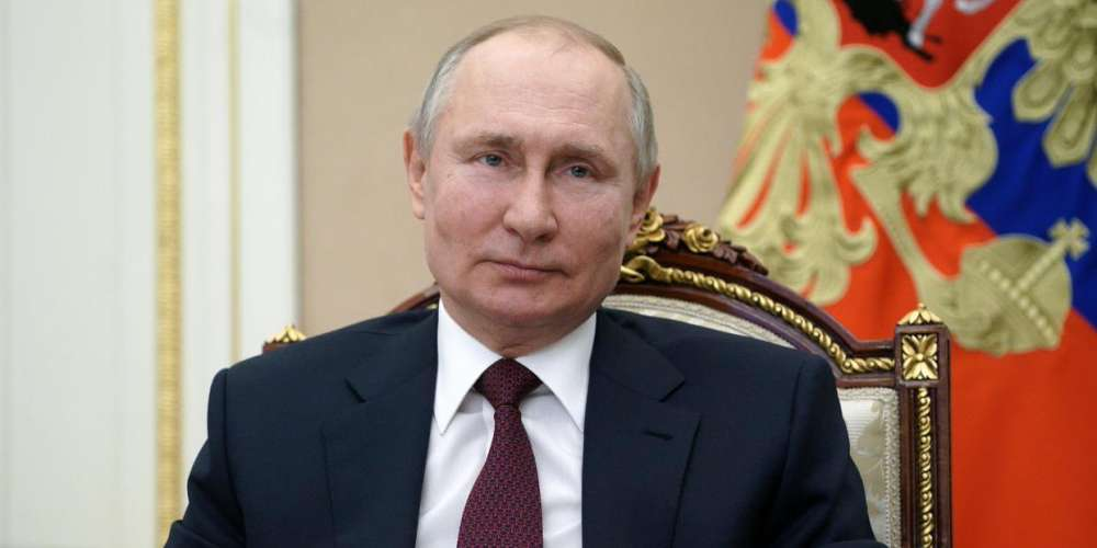 Putin Signs Constitutional Amendment Banning Same-Sex Marriage in Russia