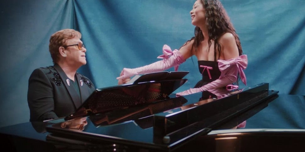 Prepara tus telas para 'Chosen Family' de Rina Sawayama con Elton John