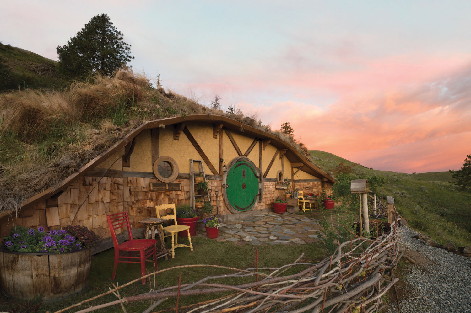 quirky airbnbs hobbit 3